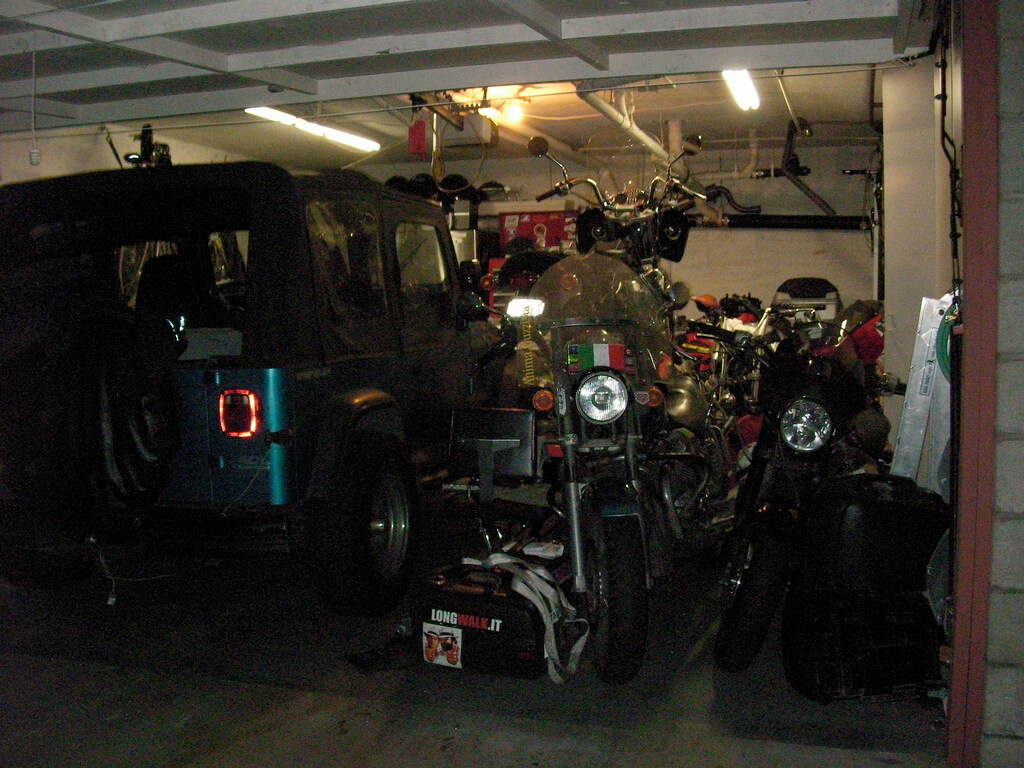La guzzi dentro del garage