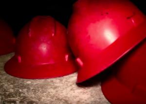 Caschi dei lavoratori in Miniera