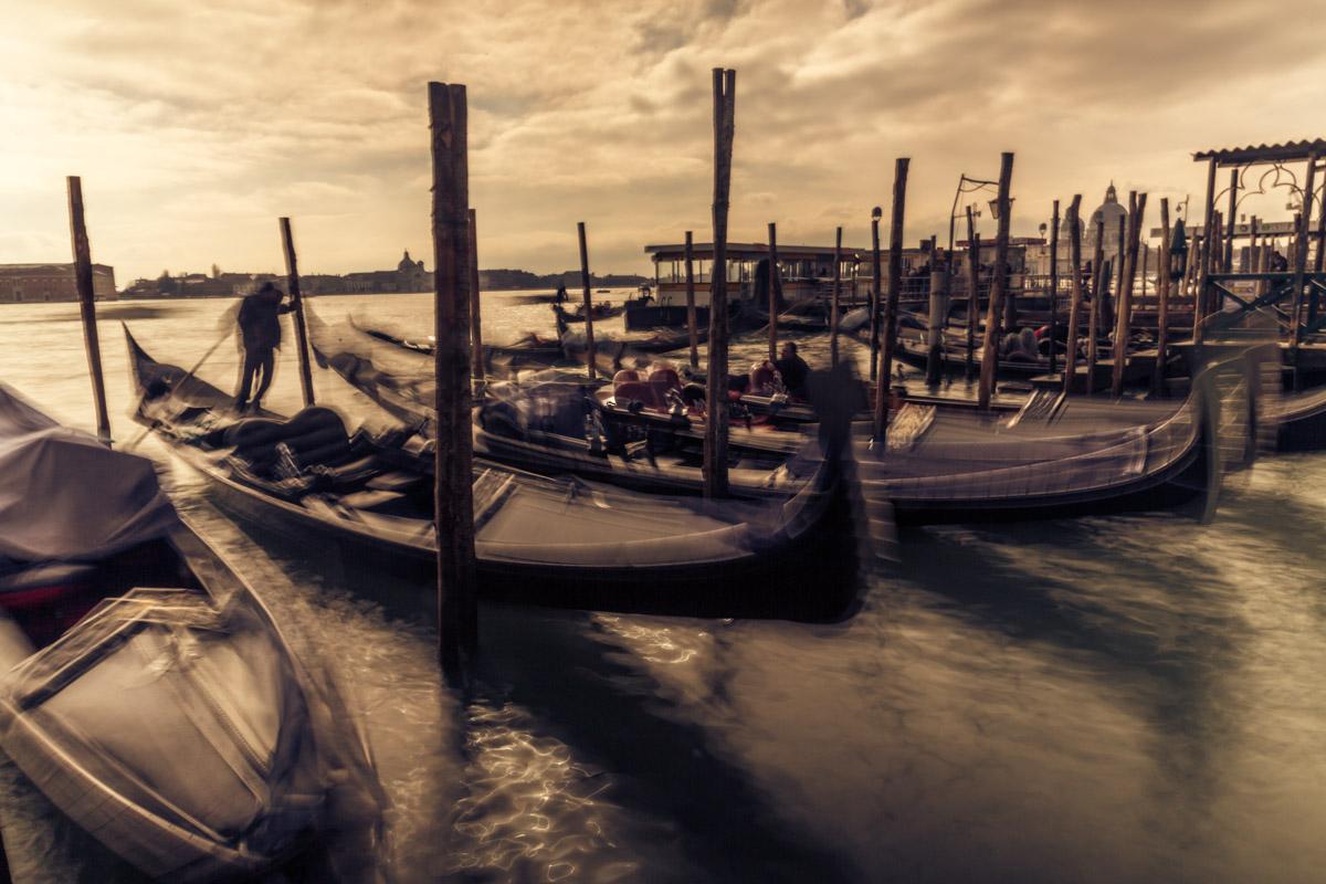 Gondoliere in Venezia, foto effetto mosso