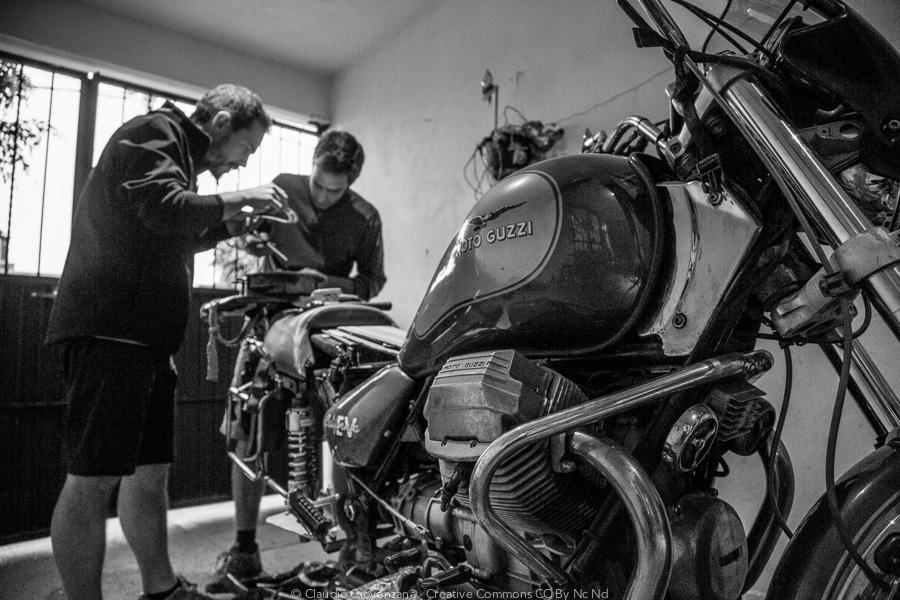 Riparando la mia motoguzzi in un garage