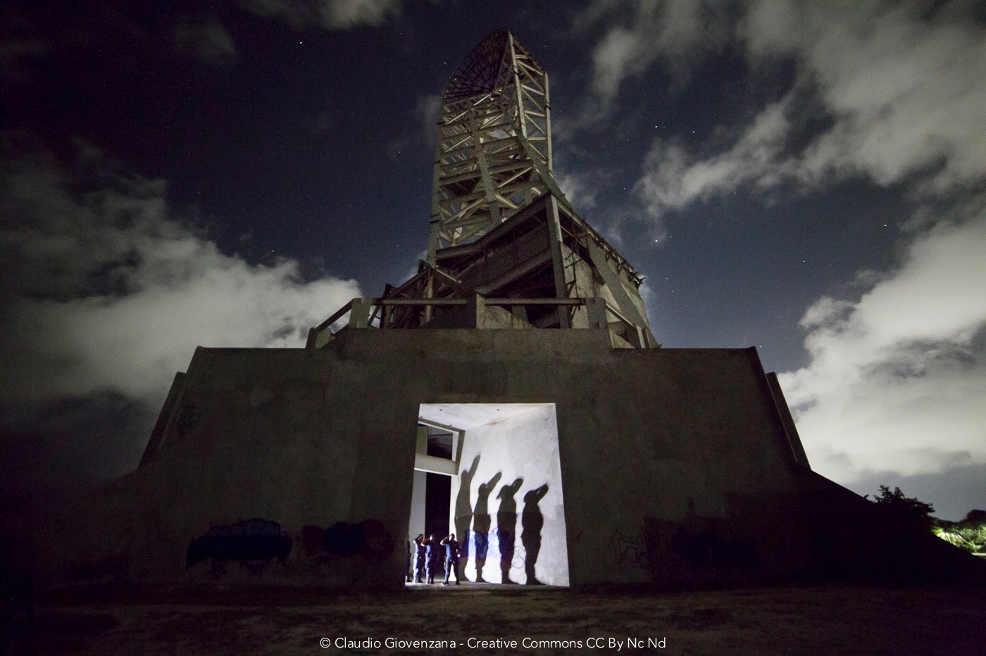 I poliziotti posano per la fotografia notturna a Chetumal in Messico