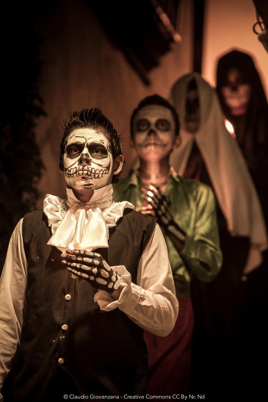 Sfilata durante il giorno dei morti in Messico