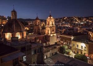 Una vista della Guanajuato di notte