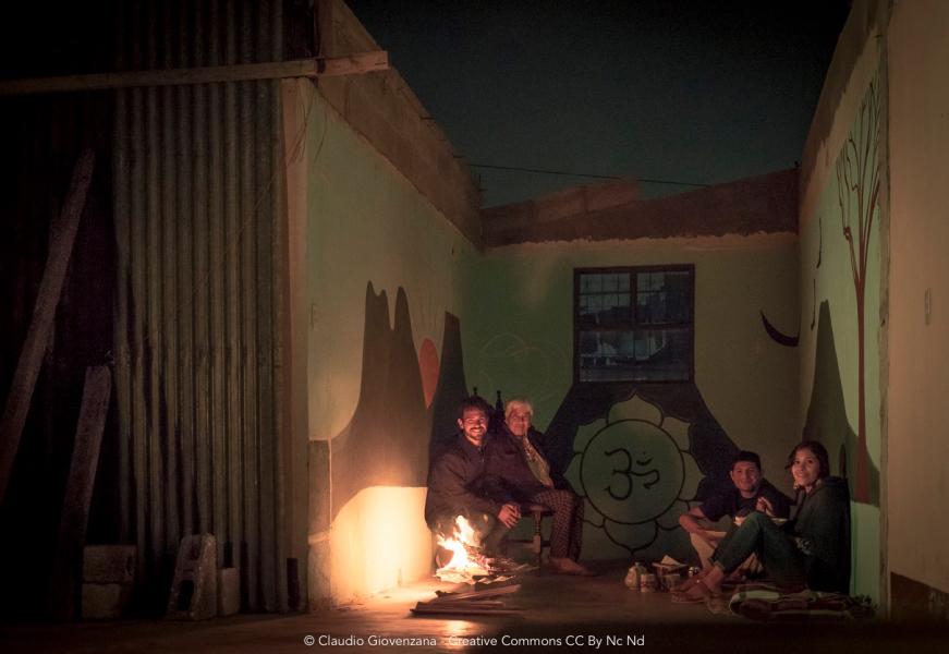 Accampamento e bivacco con fuoco al secondo piano durante il viaggio in Guatemala
