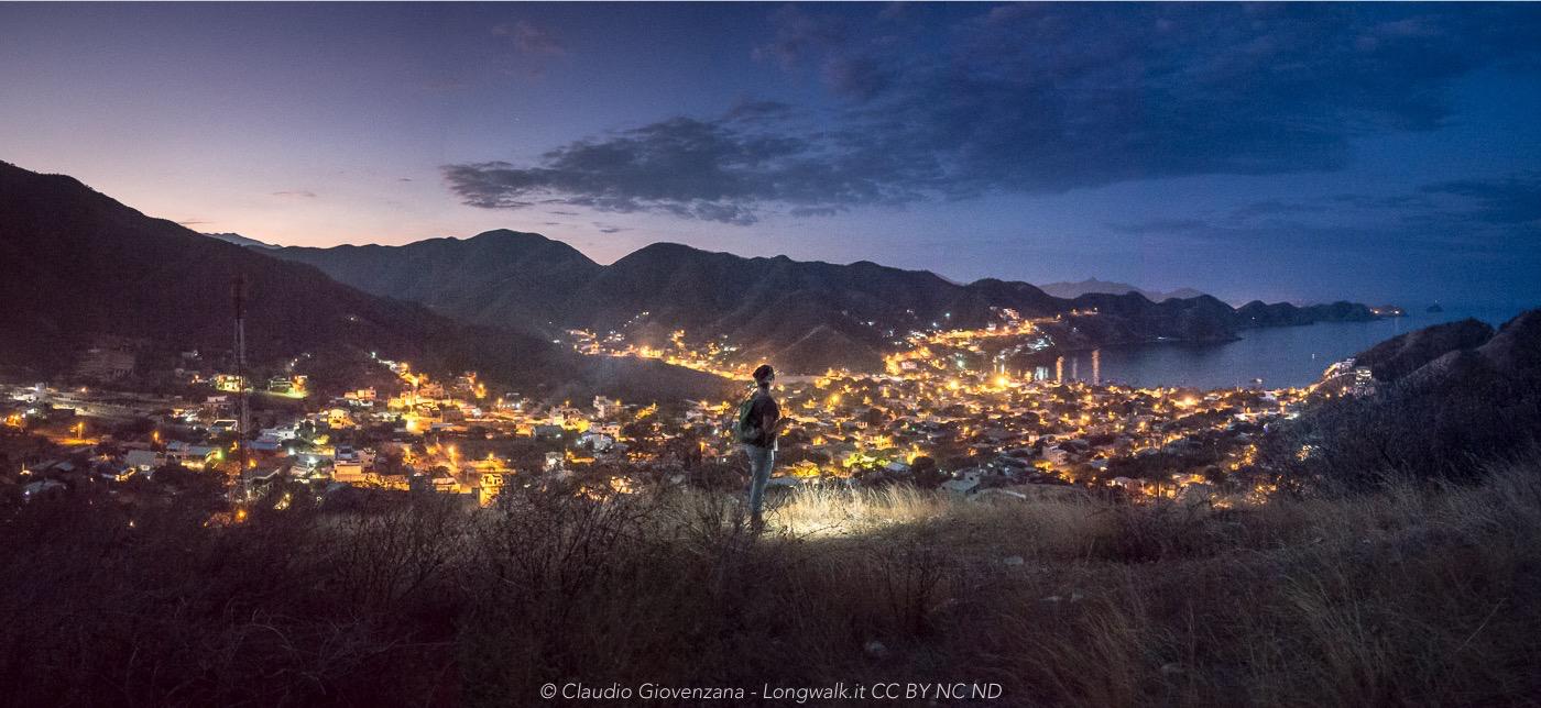 Taganga, Colombia, la notte punteggiata di luci