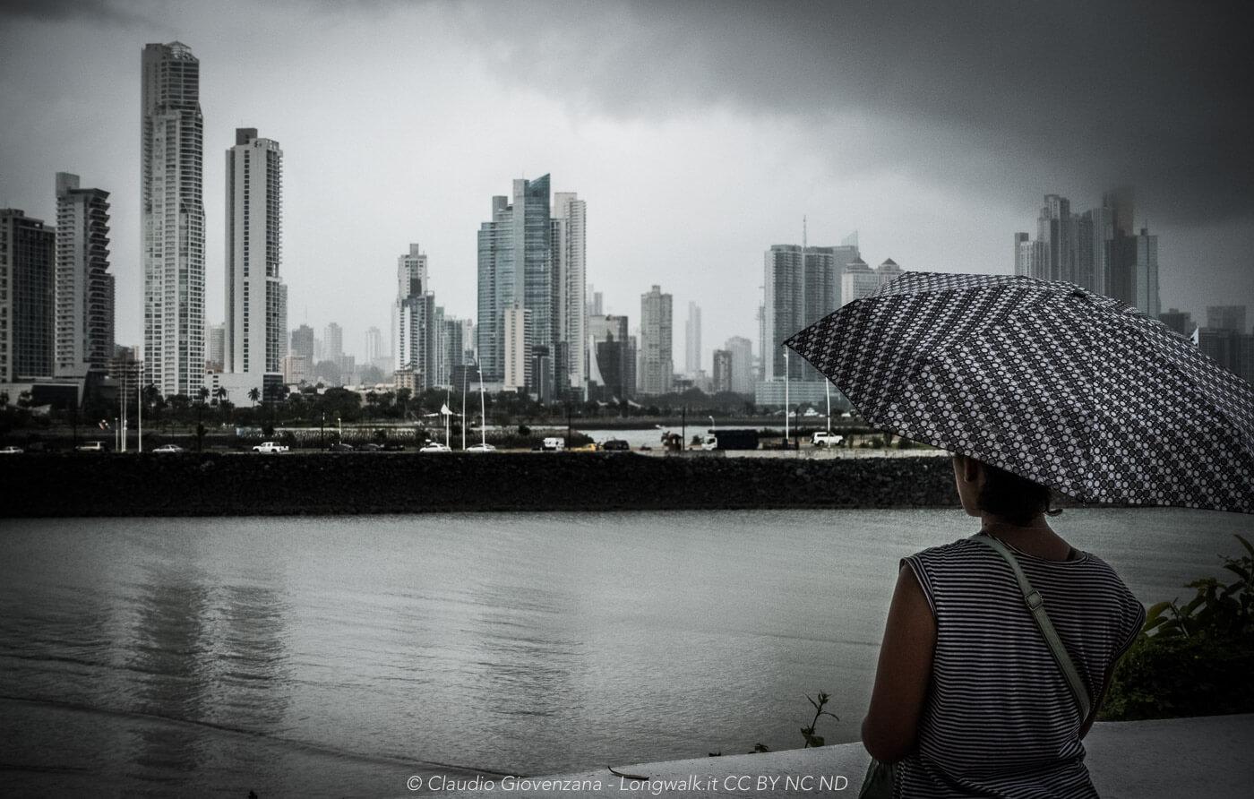 Panama grigia sotto la pioggia