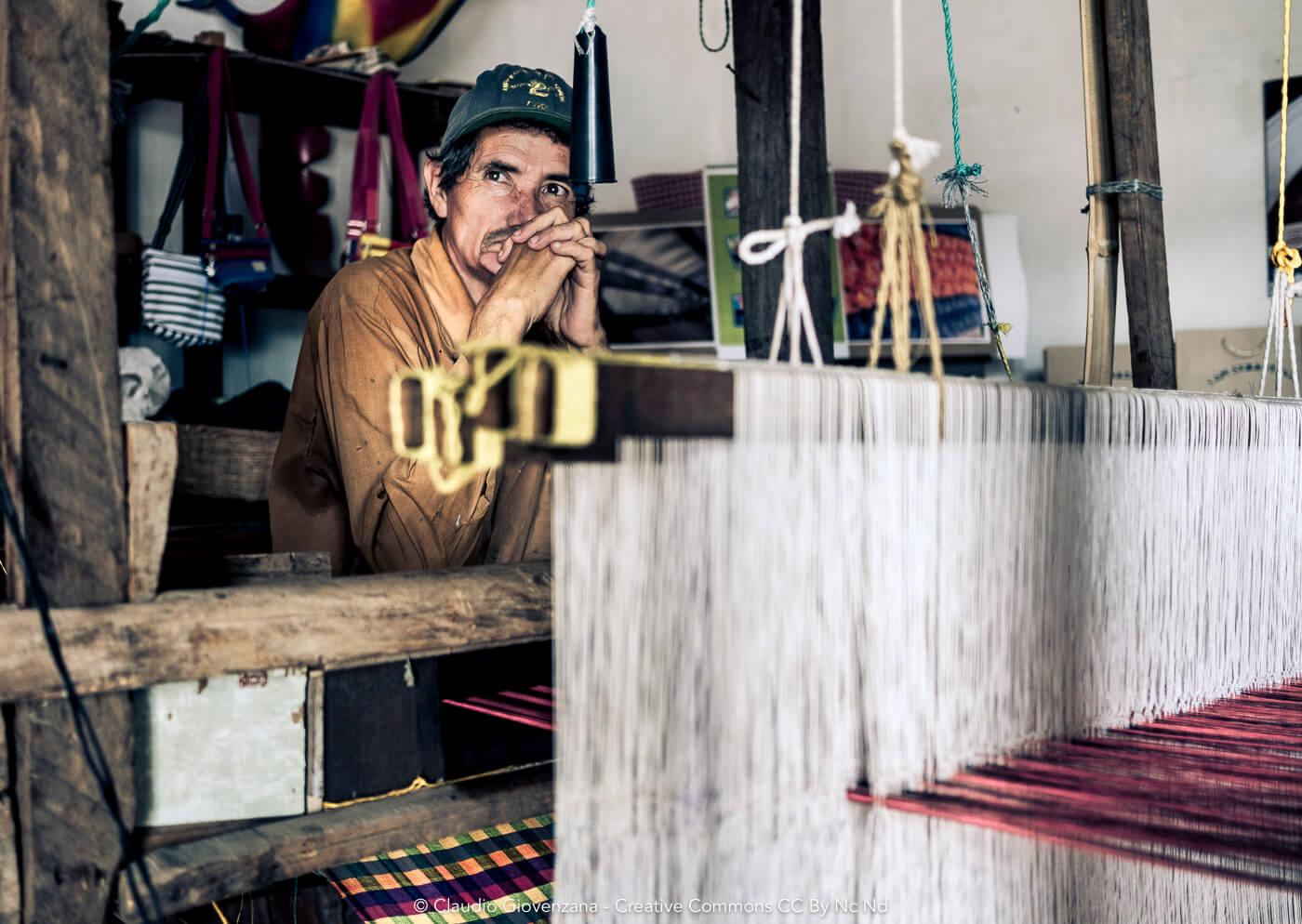 Ritratto di un tessitore soldato della guerra civile in El Salvador