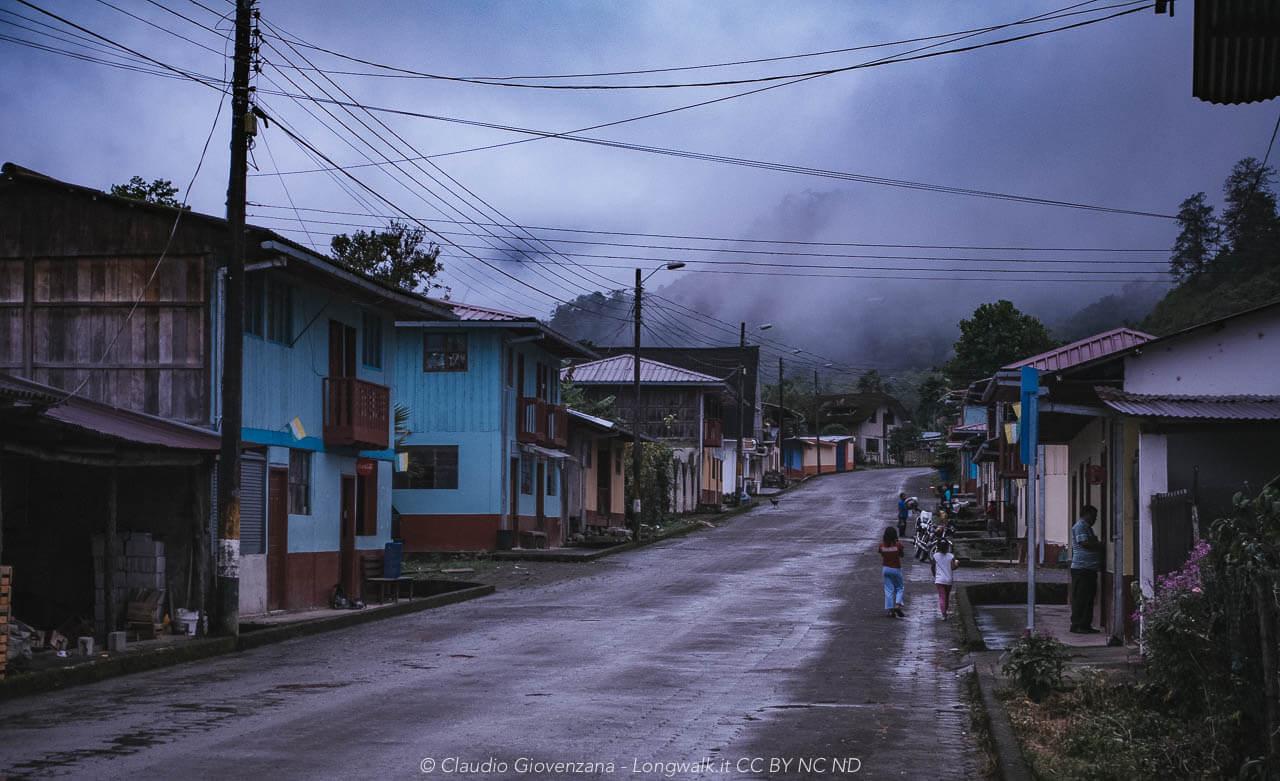 Il villaggio di Chical quando arriva la pioggia pomeridiana