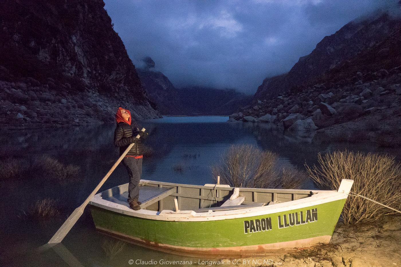 Uno scatto notturno sul lago Paron in perù